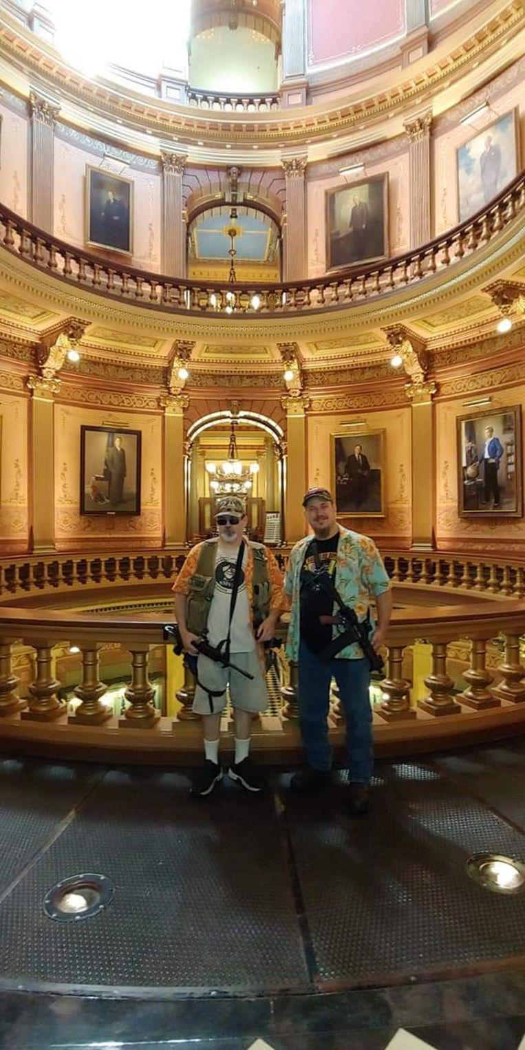 Lee Miracle (links) in het parlementsgebouw van Michigan. Beeld free