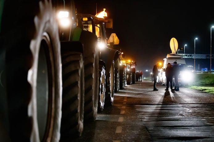 Boeren willen vannacht al de weg op richting Den Haag als ze vanaf september worden verplicht het krachtvoer voor hun koeien aan te passen.