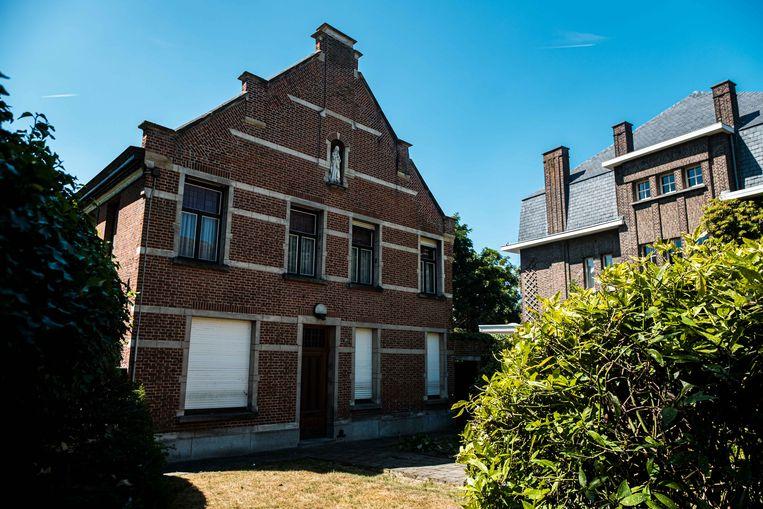 Er wordt een nieuwe bewoner of uitbater gezocht voor de oude pastorij in de Dorpsstraat.
