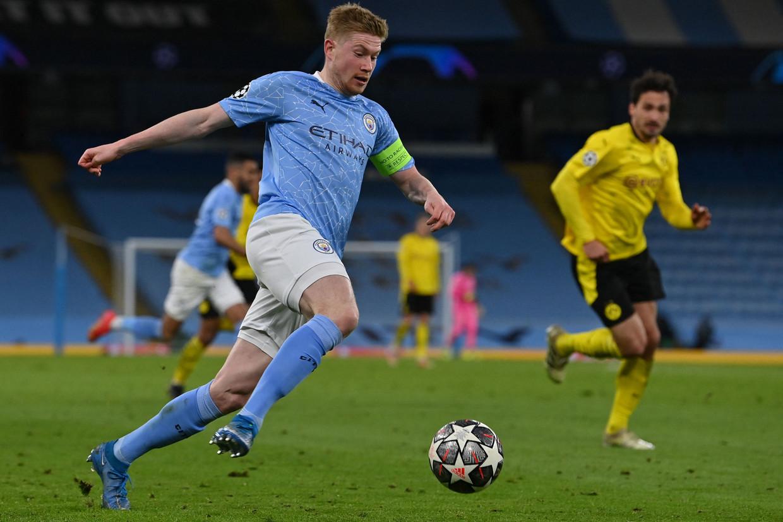 Manchester City's Kevin De Bruyne rent met de bal tijdens de Champions League-kwartfinale tegen Borussia Dortmund. Beeld AFP