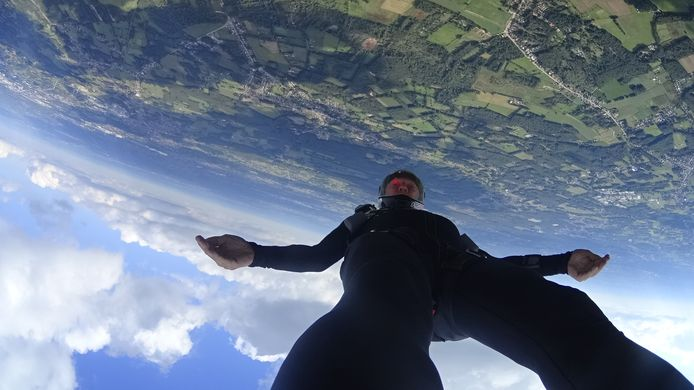 Luc Maisin tijdens één van zijn sprongen.