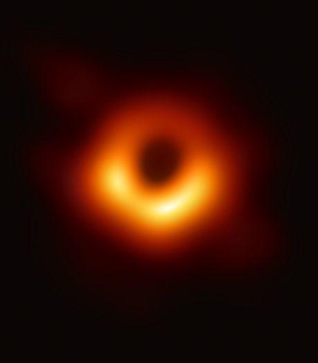 Zwarte gaten bestaan! Astronomen leveren bewijs met eerste foto ooit