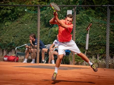 'Wereldtoppertjes' spelen vroege tennisfinales bij Windmill Cup in Oosterbeek door noodweer