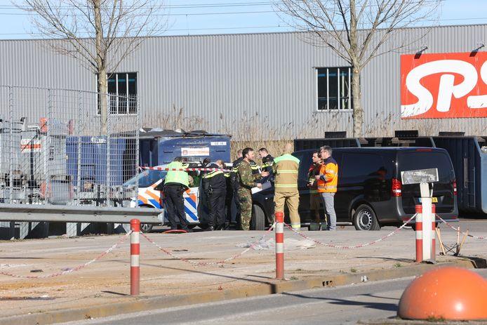 EOD onderzoekt het terrein van de afvalstoffendienst in Den Bosch