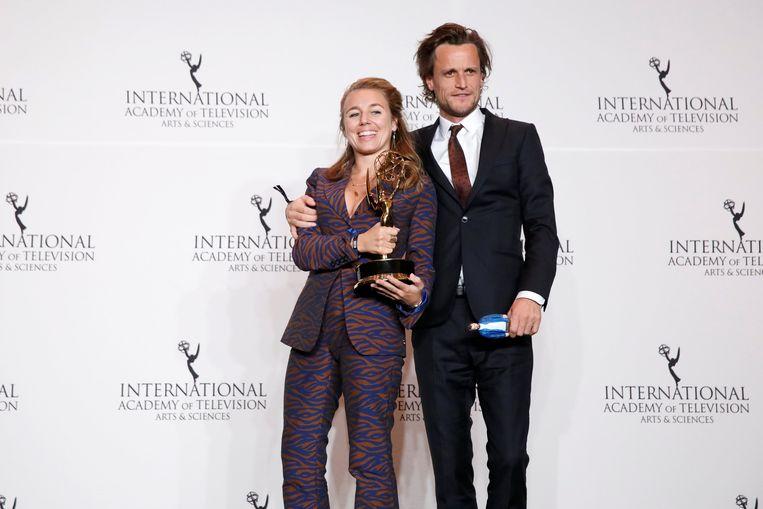 Sofie Peeters en partner Tim Van Aelst bij de uitreiking van hun International Emmy Award voor 'Hoe zal ik het zeggen?' Beeld REUTERS