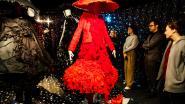 Borduursels, pluimen en glitter tijdens SMUK in Modemuseum Hasselt
