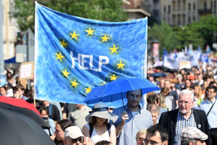 Duizenden betogen in Boedapest tegen het beleid van de Hongaarse regering. Beeld AFP