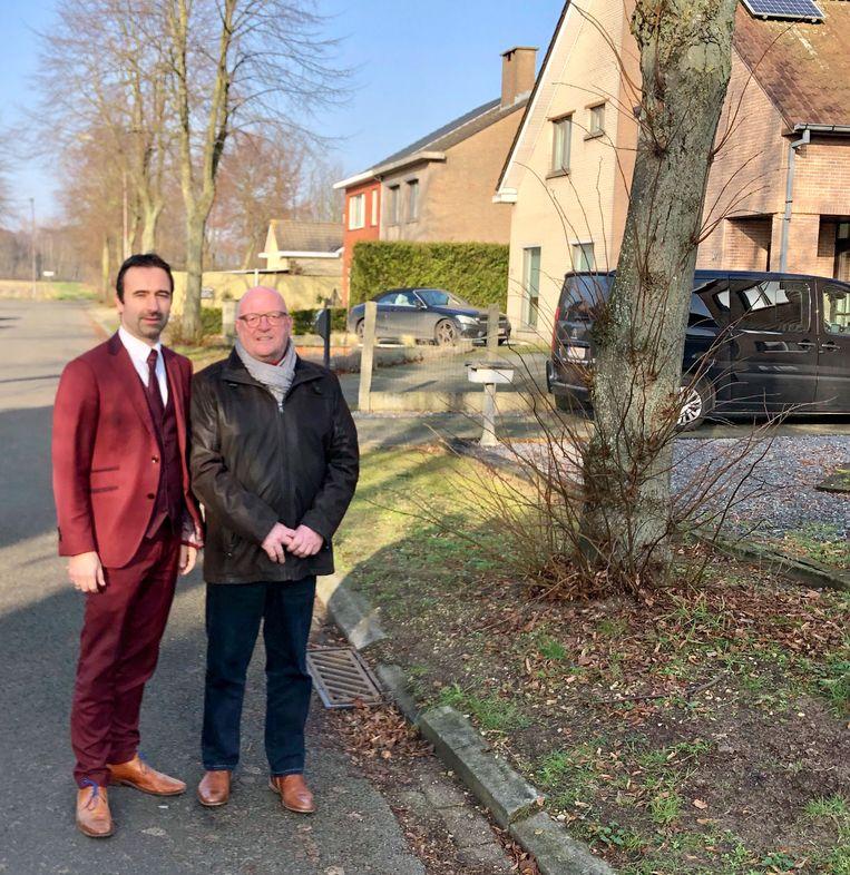 Gemeenteraadsleden Koen Daniëls en Dirk Van Raemdonck in de Recolettelaan in De Klinge.
