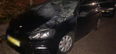 Auto van Renate wordt door vuurwerkbom opgeblazen, buurt schrikt zich kapot: 'Alles trilde'