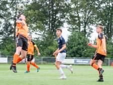 Justin uit Westerhaar is 14 en voetbalt al in het eerste:  'Ze klappen er hier harder op dan in de jeugd'