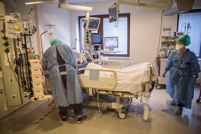 Met man en macht wordt gewerkt aan uitbreiding va intensive care-capaciteit.
