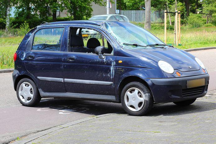 De auto raakte flink beschadigd door het ongeval.