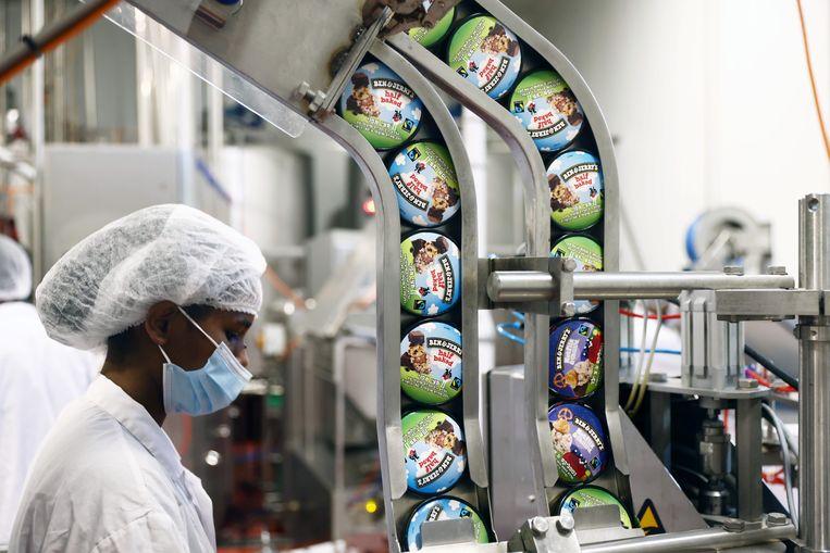 Ben & Jerry's-deksels rollen van de machine in Israël.  Beeld REUTERS