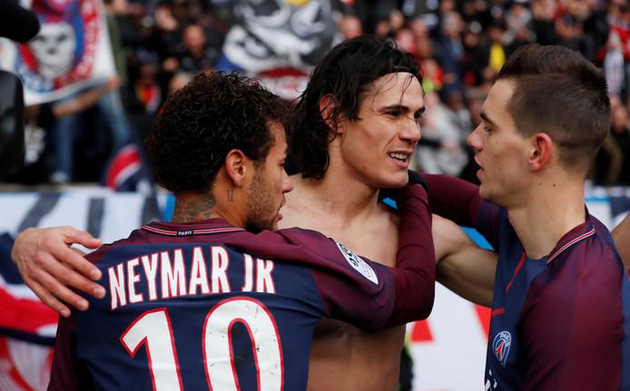 Lo Celso (rechts) met Neymar en Cavani.