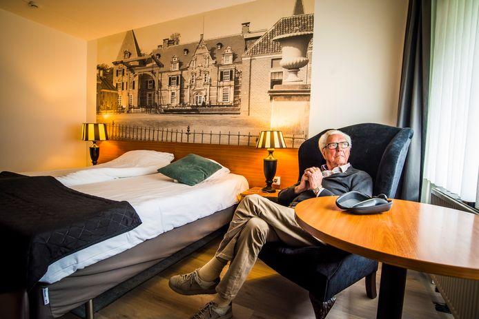 Loek Bennink in zijn hotelkamer.