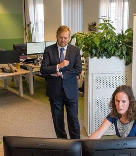 Koning bezoekt GGD Hollands Midden en gaat ook langs coronateststraat