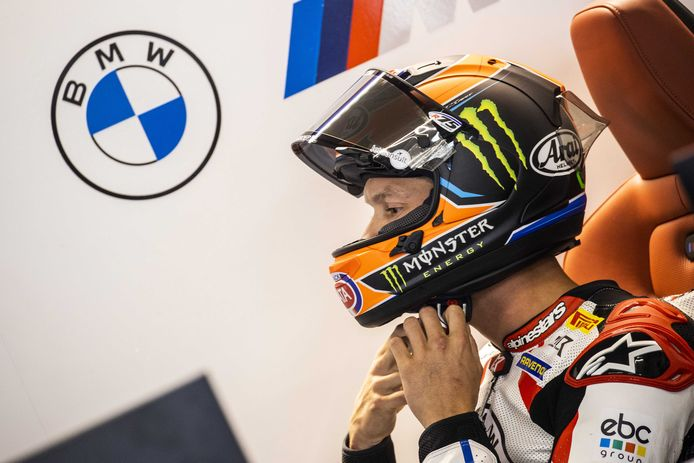BMW-coureur Michael van der Mark werd tijdens de slotrace op het circuit in Assen zesde
