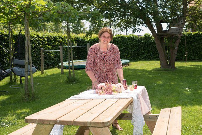 """Aleida Flikweert op de speelweide bij Fruit & Zo. ,,Het gaat hier ook om een stukje natuurbeleving."""""""