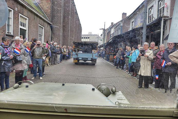 En zo zag Tilburg-centrum er vanmiddag uit voor de bestuurders van de oude legervoertuigen die meededen aan de herdenking van 70 jaar bevrijding.