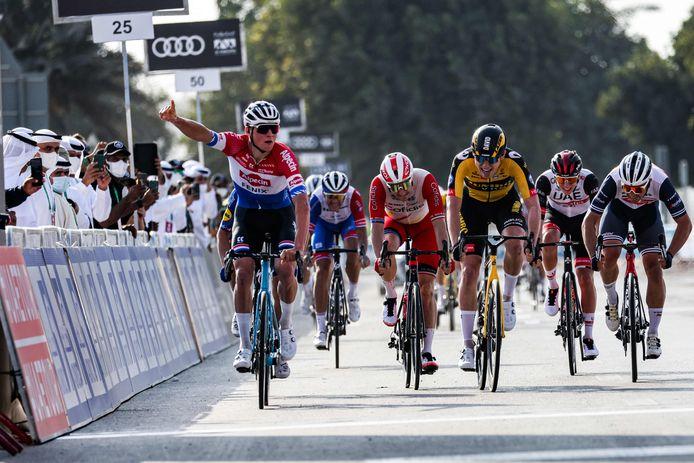 Mathieu van der Poel won de openingsetappe in de UAE Tour.