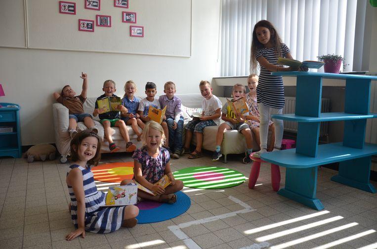 Het leesklasje is een ruimte geworden waar de leerlingen zich tijdens de speeltijd even kunnen terug trekken als ze geen zin hebben in de drukte van de speelplaats.