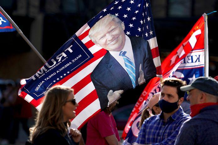 Trump-aanhangers in het State Capitol in Madison, Wisconsin eisen een hertelling van de stemmen.