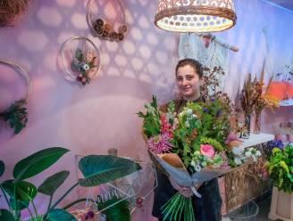 """""""Dankzij prima revalidatie kan boeketjes maken weer"""": zeven maanden na trombose heropent Seda (35) haar geliefde bloemenatelier"""