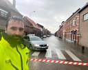 Gemeenteraadslid en volksvertegenwoordiger Koen Daniëls ging zelf op pad om straten af te sluiten.