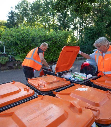 Controleurs blijven graaien in oranje afvalbakken: Hellendoorn laat 'vervuild' afval definitief staan