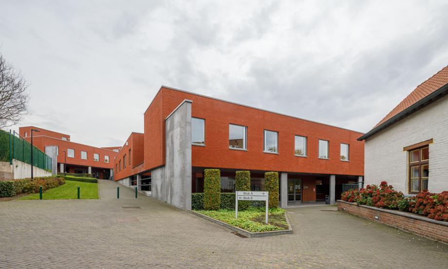 In de Velzeke krijgt Psychiatrisch ziekenhuis Sint-Franciscus-De Pelgrim ook een nieuwe naam en gaat het voortaan als Psychiatrisch Ziekenhuis Frapello door het leven.