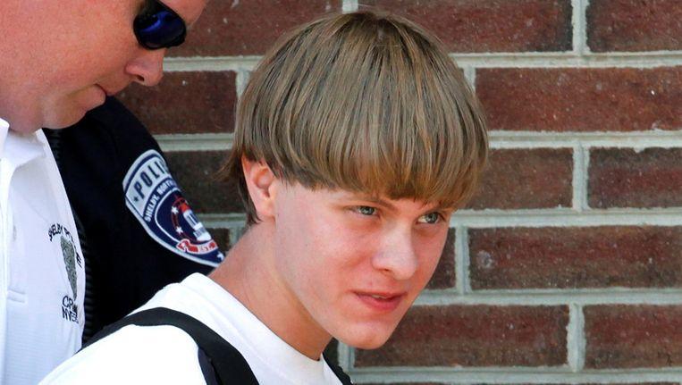 Dylann Roof, de 22-jarige blanke man die terechtstaat voor de moord op negen zwarte mensen in Charleston, mag zichzelf verdedigen in de rechtbank. Beeld REUTERS
