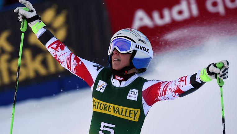 Eva-Maria Brem gooit de armen in de lucht, ze pakte in het Amerikaanse Aspen haar eerste WB-zege ooit. Beeld AFP