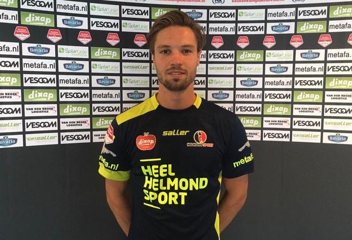 Orhan Dzepar in het shirt van zijn nieuwe club.