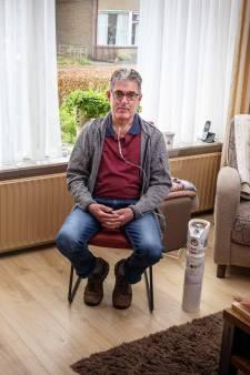 Coronapatiënt Roelof (59) uit Meppel ziekt met zuurstof thuis uit: 'Was bang dat het niet goed zou gaan'