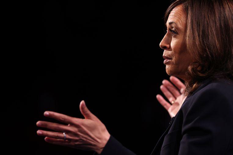 Kamala Harris tijdens het debat met haar Republikeinse tegenstrever Mike Pence.  Beeld EPA