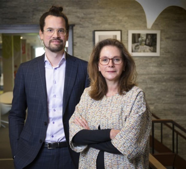 Inspecteur-generaal van de onderwijsinspectie Monique Vogelzang, en onderzoeker Laurens de Croes.