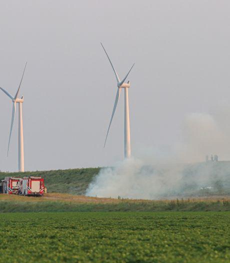 Brandend hooi zet brandweer aan het werk bij Urk en Lelystad