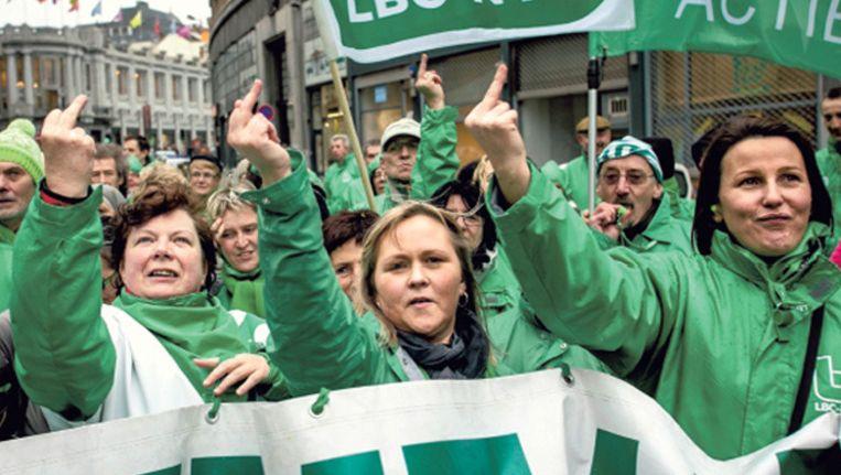 Leden van een vakcentrale van het ACV betogen in Brussel, eind januari. De werknemers van de arbeidersbeweging ACW eisen nu 'volledige financiële transparantie' van hun bazen. Beeld Olivier Vin