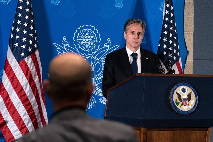De Amerikaanse minister van Buitenlandse Zaken  Antony Blinken tijdens een persconferentie in Jeruzalem.