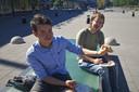 Joris (links) en Marvyn tijdens het testen van kroketten.