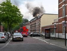 Woningbrand Breda onder controle, brandweer breekt plafond open voor nasmeulende balken