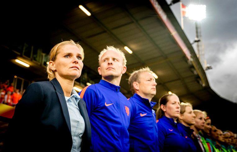 Bondscoach Sarina Wiegman van het Nederlands elftal voorafgaand aan de wedstrijd tegen Denemarken. Beeld anp