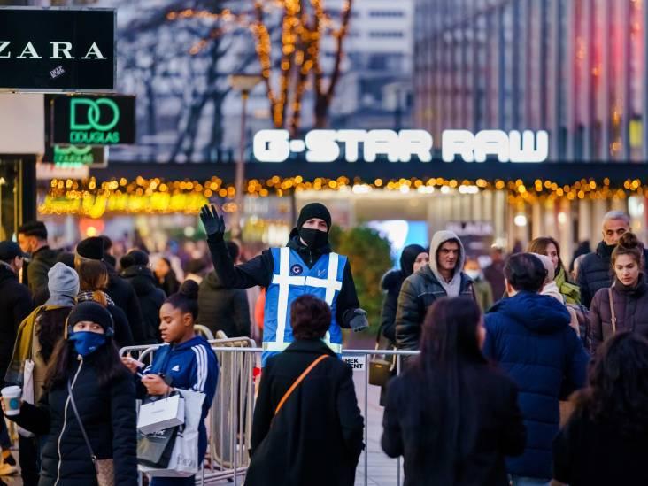 Aboutaleb sluit winkels morgen eerder, zware kritiek uit gemeenteraad