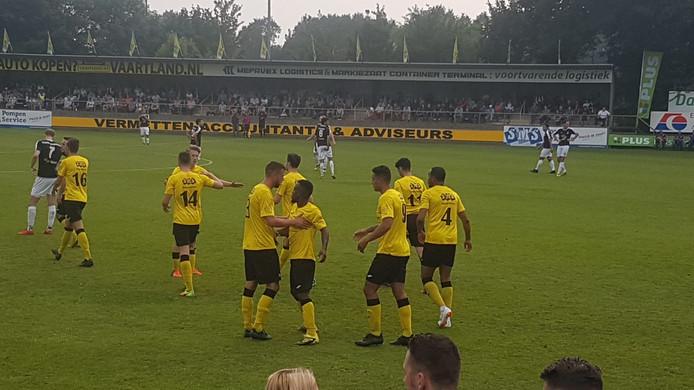 Halsteren scoort de 1-0 via Josimar Pattinama (nummer 9)