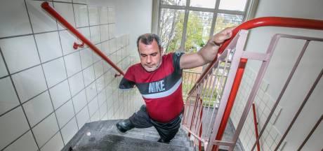 Gemist? Sabri heeft eindelijk geschikte woning gekregen en vrijspraak voor slaan van agent met paraplu