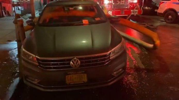 De brandweer is New York is bepaald niet zachtzinnig wanneer er brand uitbreekt en je auto een brandkraan blokkeert.