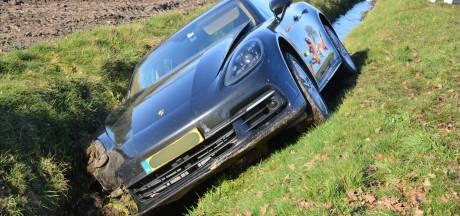 Auto belandt in sloot in Rijsbergen