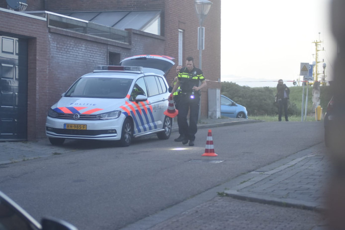 Politie zet pionnen langs bloedsporen op de Burgemeester Geillstraat.