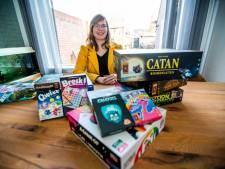 Bordspelfanate uit Sas van Gent deelt haar grote collectie bordspellen in coronatijd