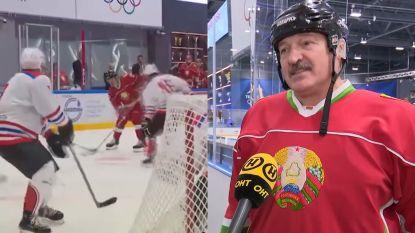 """IJshockeyende president Wit-Rusland blijft lachen met coronavirus: """"Zie jij hier virussen rondlopen? Ik zie ze niet"""""""
